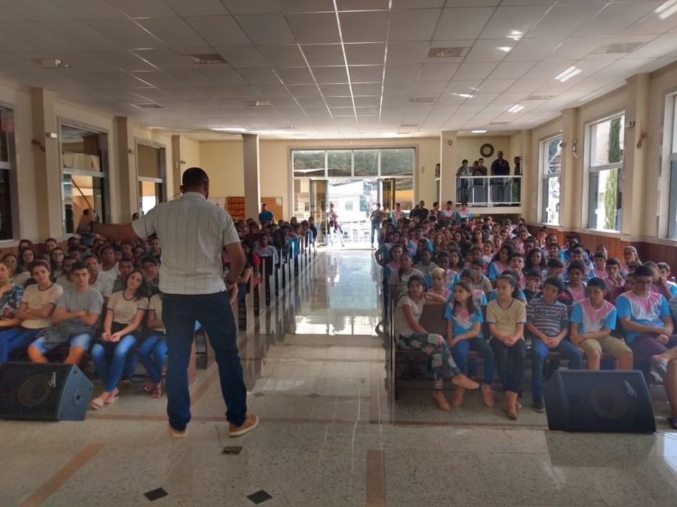 Resgate de valores é tema de projeto em escola de Ibitirama
