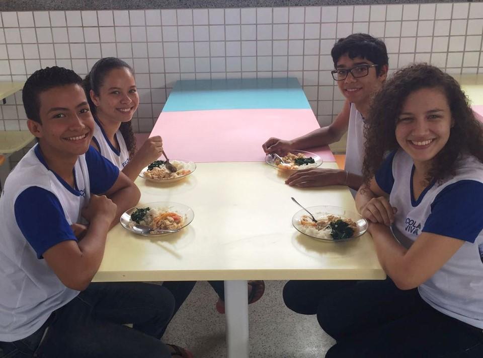 Agricultura familiar ajuda na alimentação saudável dos alunos em escolas da Rede Estadual